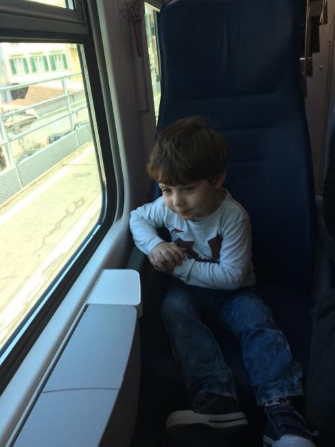 Eric en el tren camino a Pisa