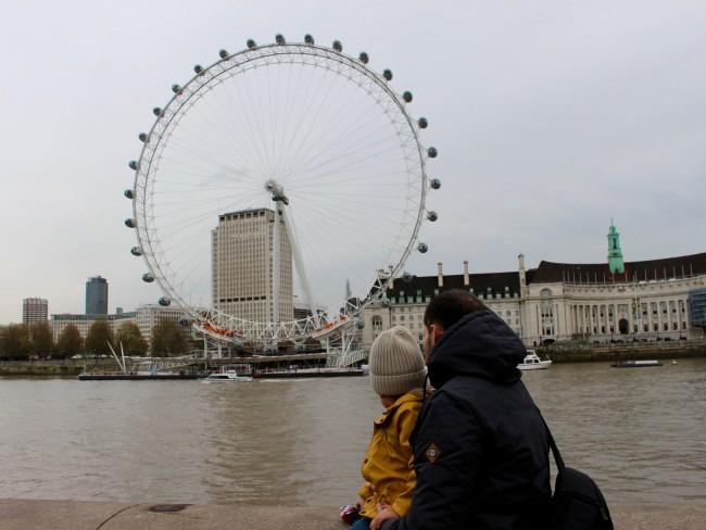 Alex y Eric mirando al London Eye