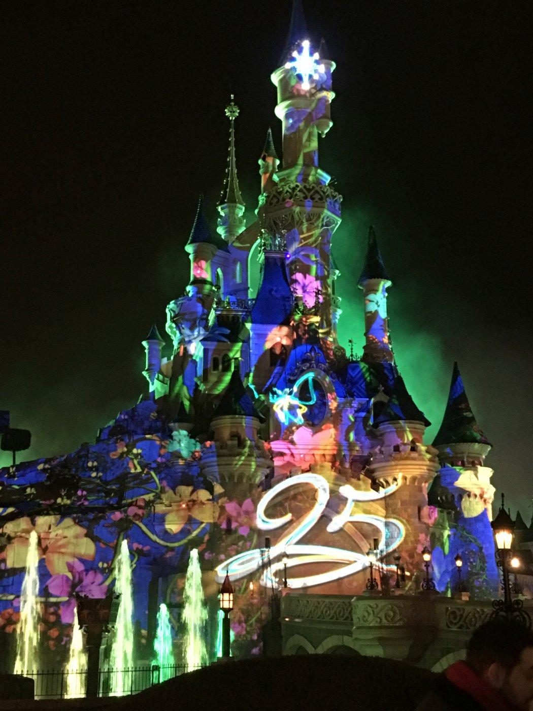 Disneyland paris castillo de la bella durmiente iluminations